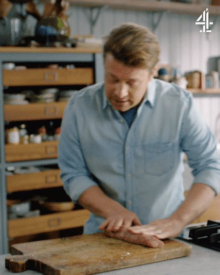 2 recipes down. 2 to go. Jamie's on a roll… #QuickAndEasyFood https://t.co/II0KbgM7QZ