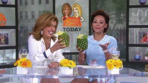 RT @klgandhoda: Celebrating #NationalPinappleDay with pineapple cocktails! ???? https://t.co/oKJTcq0hEx
