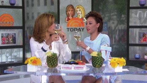 RT @klgandhoda: Cheers to #WinesdayWednesday! ???? https://t.co/jSIAXv9XJ5