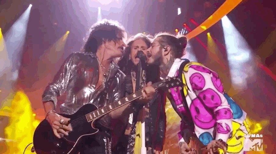 RT @iHeartRadio: I C O N I C ???? @PostMalone @Aerosmith #VMAs https://t.co/HMv6Vo2qZp
