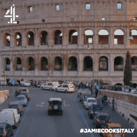 You guessed it! When in #ROME… ????  Turn over to @Channel4 to watch #JamieCooksItaly now! https://t.co/dYLmyuFbCP