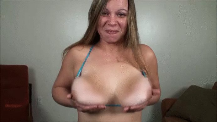 It's Tuesday so prepare to be titillated! 2FIL0oh0pN #BoobBouncing #TittyTuesday #Boobs