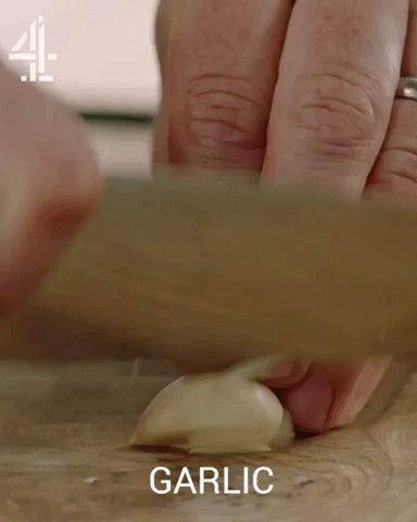 Preheat your oven to 200℃/400℉/gas 6 ????  Peel & finely slice the garlic... https://t.co/IXwgQvd9SY