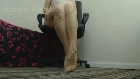 Teasing you with my toned legs, feet, stockings and shoes. #MUSCULARCALVES #clips4sale rcskuB1jD7