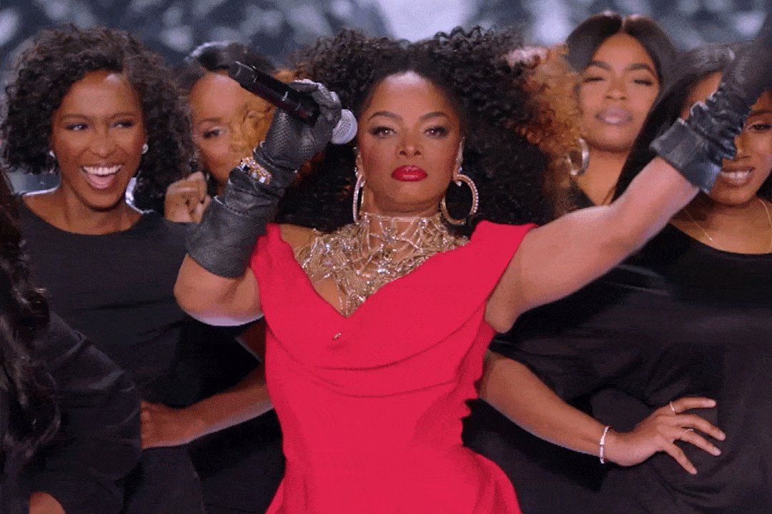 And THAT'S how it's done. @leelajames #VSFashionShow https://t.co/0CKFWou8C4