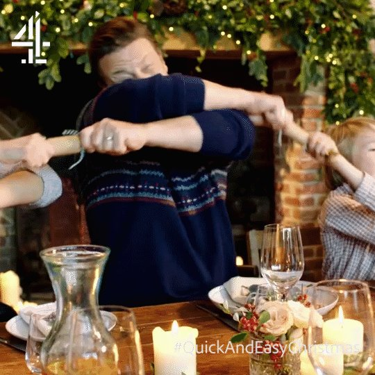 All for the paper crown... ???? #QuickAndEasyChristmas https://t.co/3T2He0YrTm