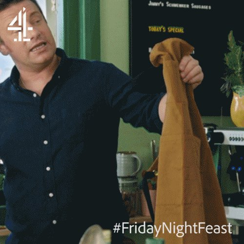 #WouldYouRather a pinny or doctor's coat when cooking? ????  #FridayNightFeast https://t.co/gEWxH1CJBS