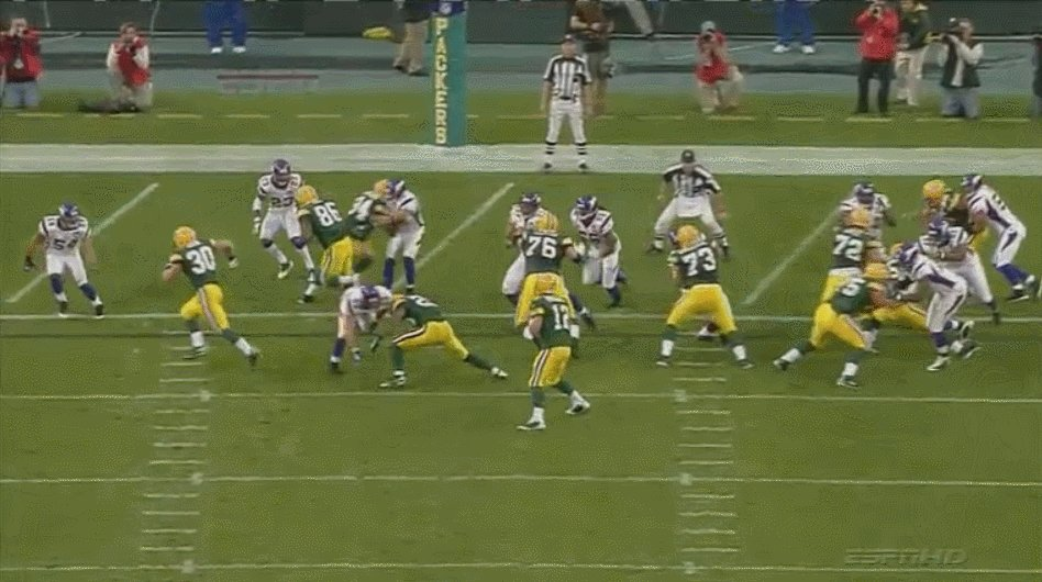 RT @IKE_Packers: Wait, hold up... I've been told only Patrick Mahomes can make these throws?🤔  https://t.co/h7BpBJsTsc