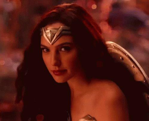 Wonder Woman es lo único bueno de ésa película. La sonrisa de Gal Gadot salva vidas. https://t.co/OrRVpSF7W8