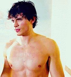 @miska_muska_ 😂😂😂😂 estabas pensando en el torso desnudo de Tom Welling https://t.co/DuYrR5X2fj