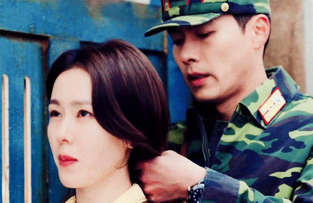 she got so satisfied when she felt his touch on her hair 🥰💚  #crashlandingonyou • #hyunbin • #sonyejin