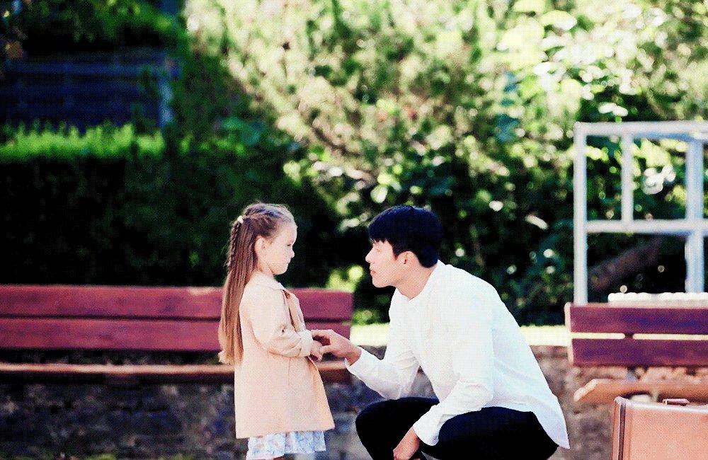 his huge hand and her tiny hand 🥺 ri jeong hyeok / hyun bin will be such a great dad 🐣💖   #crashlandingonyou • #hyunbin
