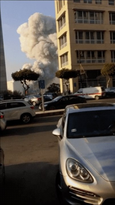 Stark visual representation of just how powerful the shockwave from yesterday's blast was in #Beirut. In a clip of someone filming from around 600m away, the roof of a car in front of the camera caves as the shockwave reaches where the person is standing.