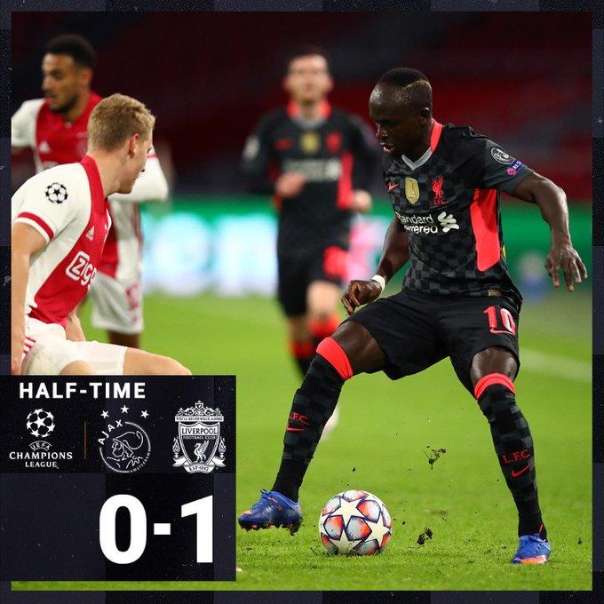 Menè (Liverpool) in azione contro l'Ajax
