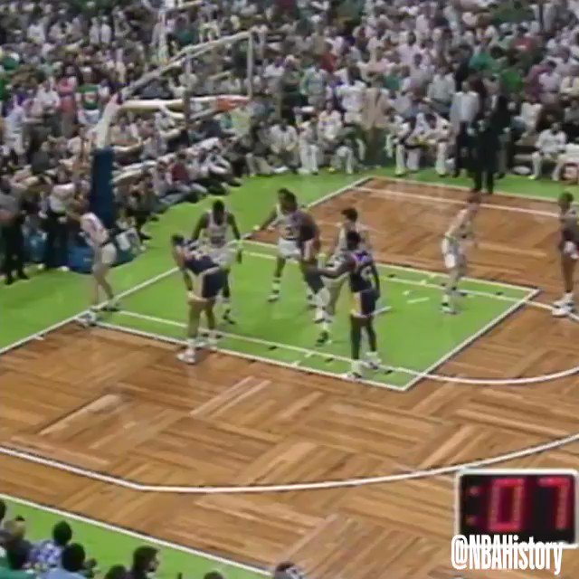 1987 #NBAFinals Game 4 Flashback: @MagicJohnson Junior, Junior Sky-Hook Beats @Celtics. You expect to lose to the Lakers on a sky-hook. You dont expect it to be from Magic. - Larry Bird