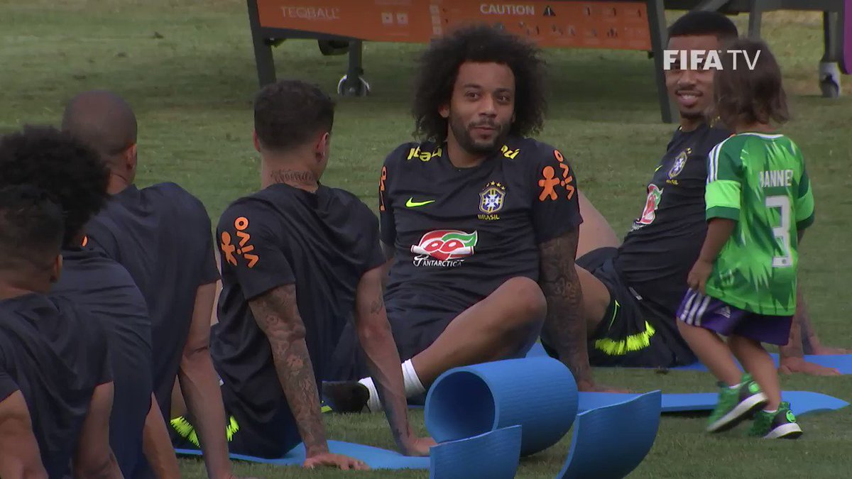 Family time ️⚽️❤️️ @MarceloM12 enjoys a lovely moment with his son Liam during #BRA training