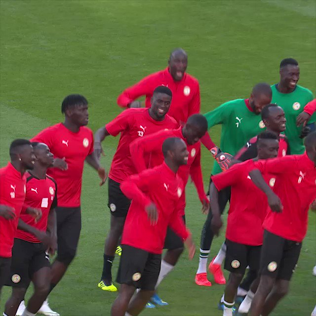 Image for the Tweet beginning: Best practice ever!  Senegal took time