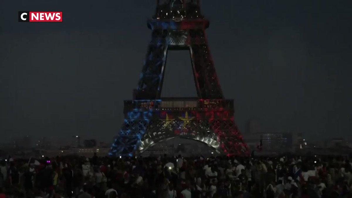 #BravoLesBleus Les monuments de Paris font honneur à léquipe de France 🇫🇷