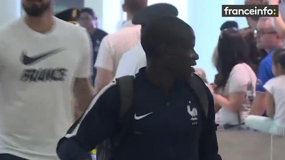 [EXCLU] Olivier #Giroud et Raphaël #Varane répondent à nos questions juste avant de prendre l\