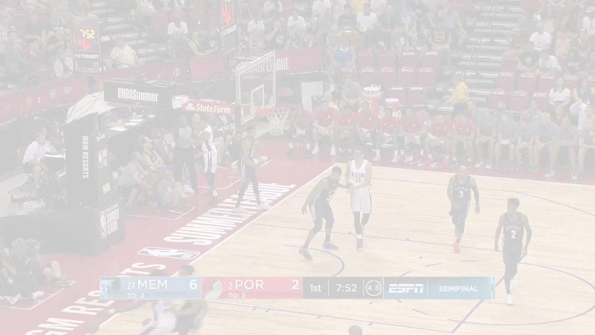 12 PTS, 12 REB for Caleb Swanigan at the half of Semifinal #2! #NBASummer https://t.co/u6p0ZM3q0o