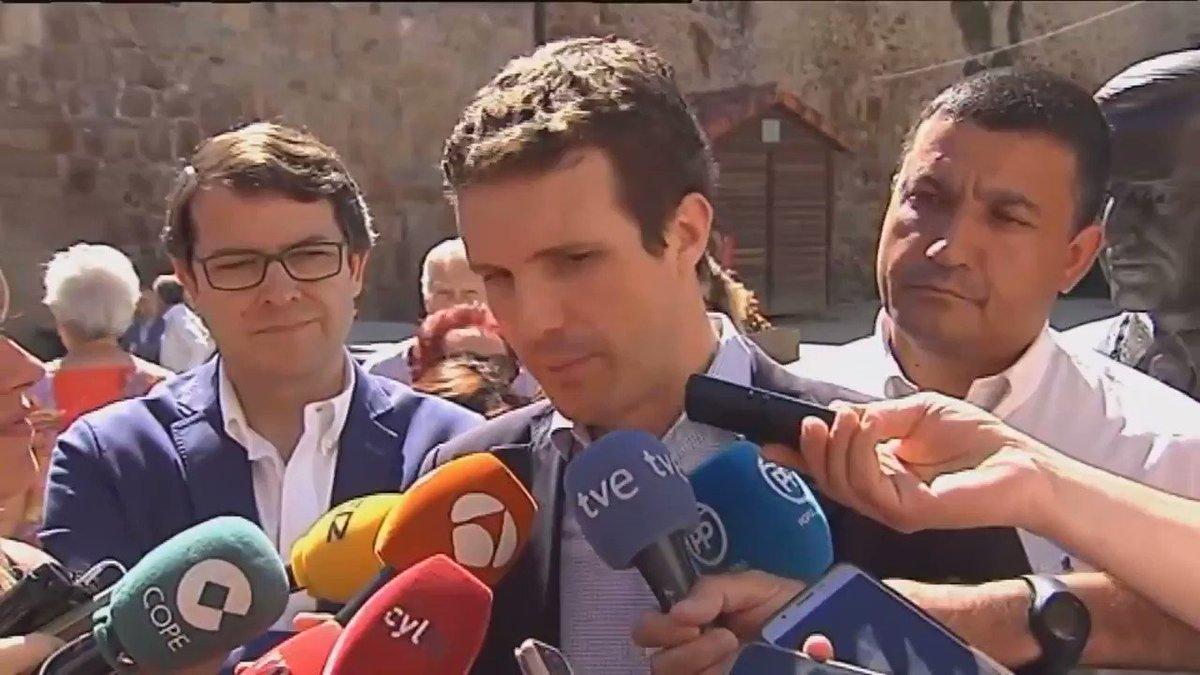 Tenemos que ser responsables, no ser populistas. Voy a ir a Ceuta a abrazar a la Guardia Civil y la Policía por defender nuestras fronteras. Pablo Casado ha metido estas dos frases en un mismo discurso.