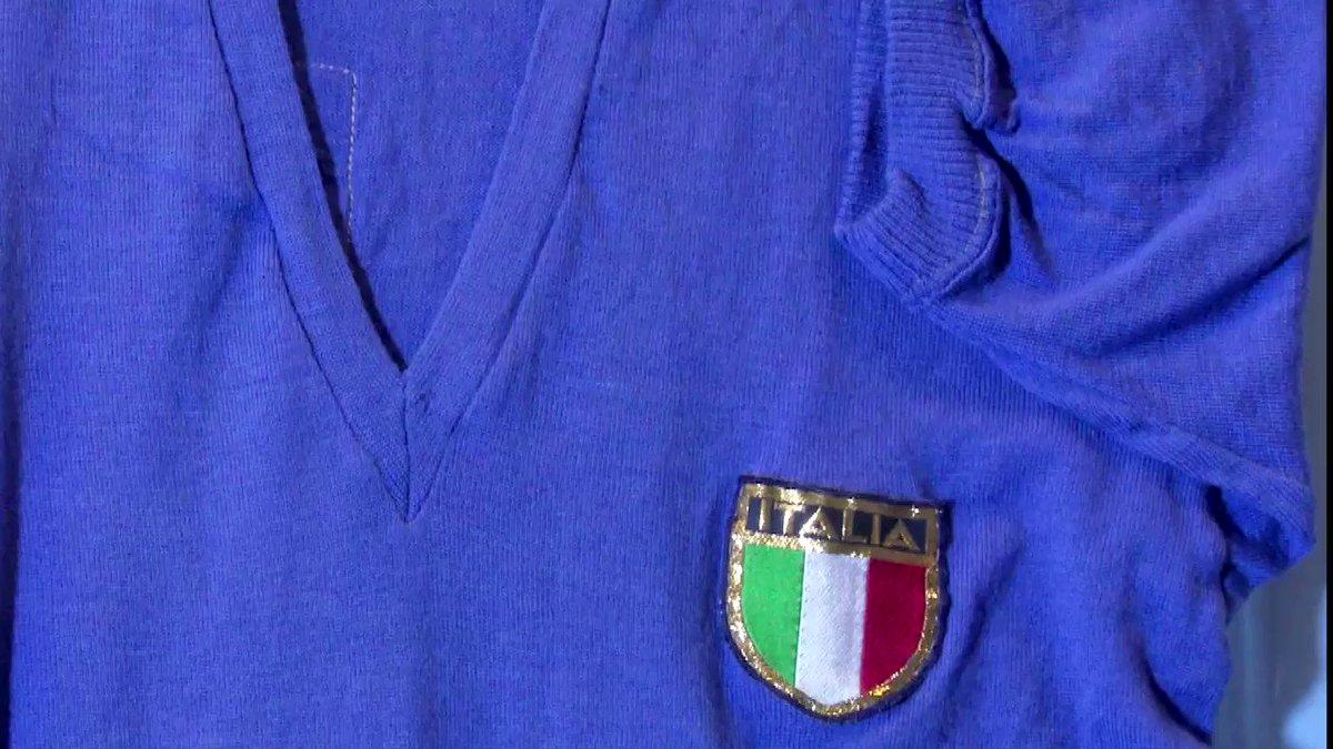 """#FIGC120 La """"#farfalla""""  Gigi #Meroni giocò sei volte per la #Nazionale, realizzando due #gol: questa è una delle maglie che indossò nel 1966. Cimelio esposto presso il #MuseoDelCalcio di #Coverciano.#Azzurri #VivoAzzurro #120FIGC  - Ukustom"""