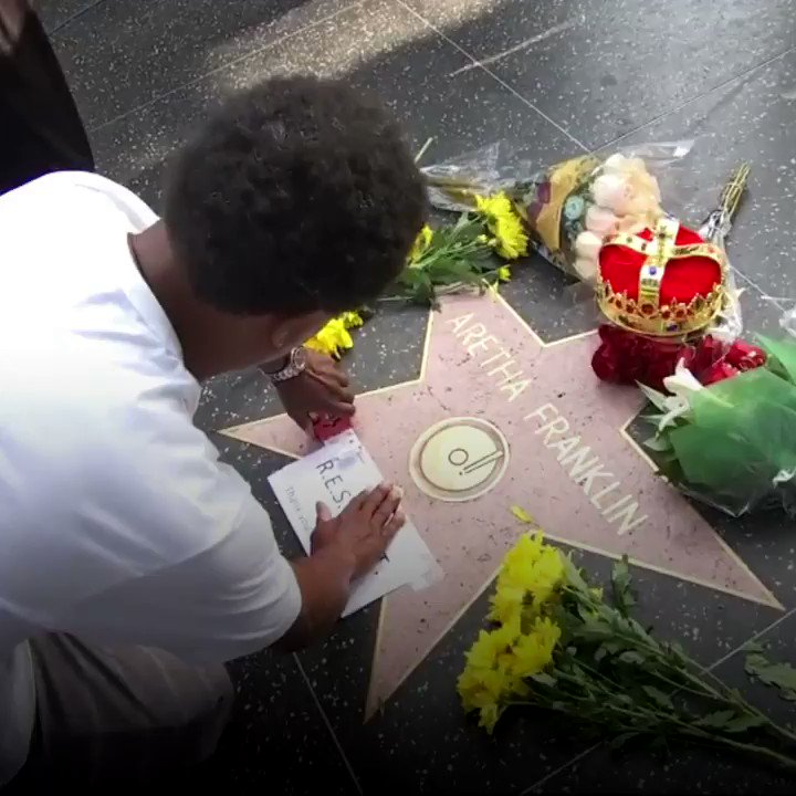 Fans of Aretha Franklin pay their respects at her Hollywood Walk of Fame star.  https://t.co/IMB7KF3OEU https://t.co/HDbgS94kdb