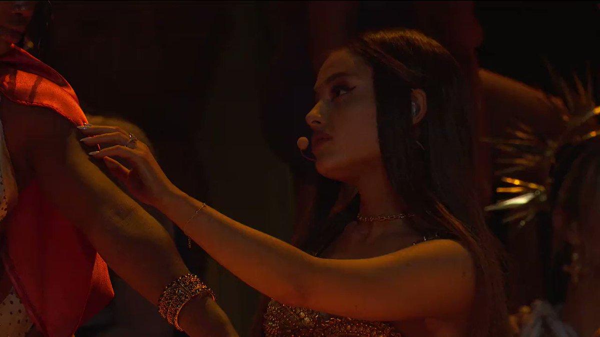 Ariana Grande voz do milénio olhem essa performance eu to muito orgulhosa dela #VMAs