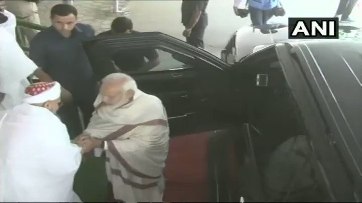#WATCH PM Narendra Modi leaves from Indores Saifee Mosque after attending Ashara Mubaraka - the commemoration of martyrdom of Imam Hussain, organized by the Dawoodi Bohra community. #MadhyaPradesh