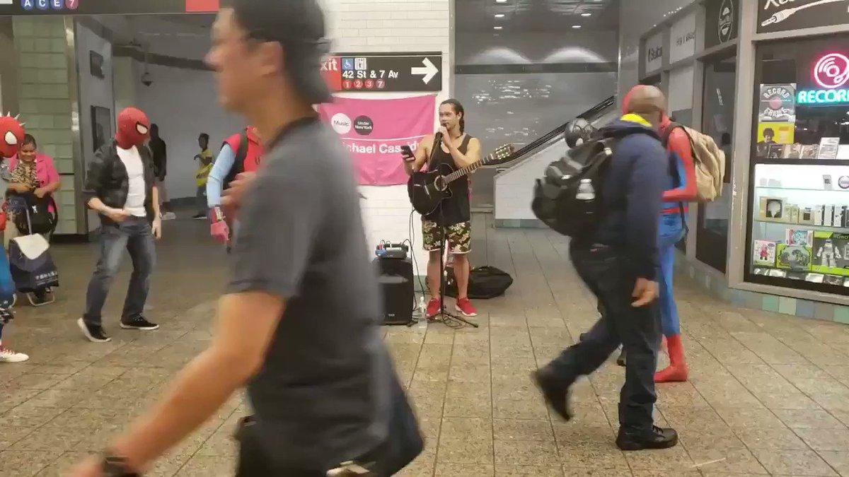 Des fans de #SpiderMan (et Luke Cage) se sont réunis dans le métro new-yorkais pour danser sur du Michael Jackson !