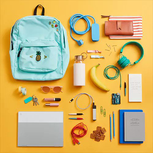 Welcome to the coder girl edition of #WhatsInMyBag. 👜💁 Did we forget anything?