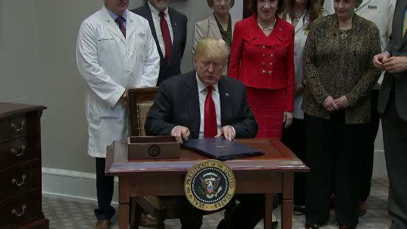 EARLIER TODAY: Trump signs bills banning drug pricing 'gag clauses' https://t.co/HLgMXBDRdT https://t.co/TFYMVw9kWF