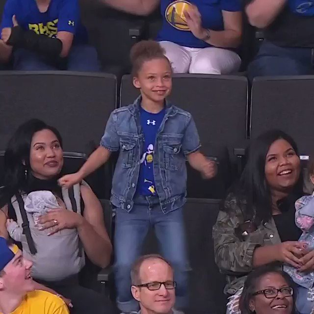 Riley Curry breaks out the moves in San Jose! https://t.co/QfNHV74yXh
