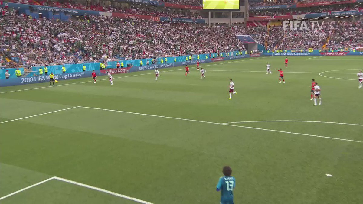 Compact defences at the #WorldCup meant goalkeepers were often vulnerable to reduced vision, which the opposition was able to take advantage of 🚫👀 More Russia 2018 video and analysis in the FIFA Technical Study Group Report 👇 fifa.to/e/tsgreport_tw