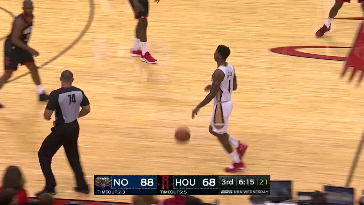 Image for the Tweet beginning: Jrue Holiday throws the wraparound