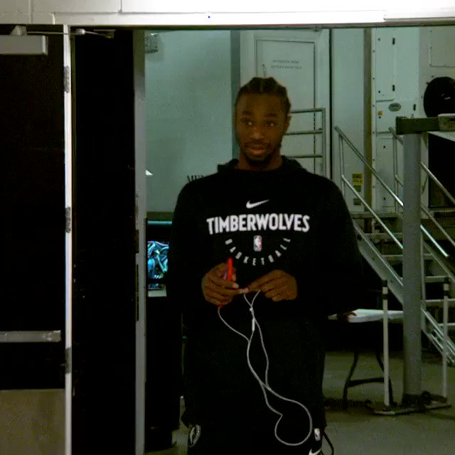 #PhantomCam  Andrew Wiggins clocks in for today's @Timberwolves matchup against the @Pacers! #AllEyesNorth https://t.co/E3pIZHC7DP