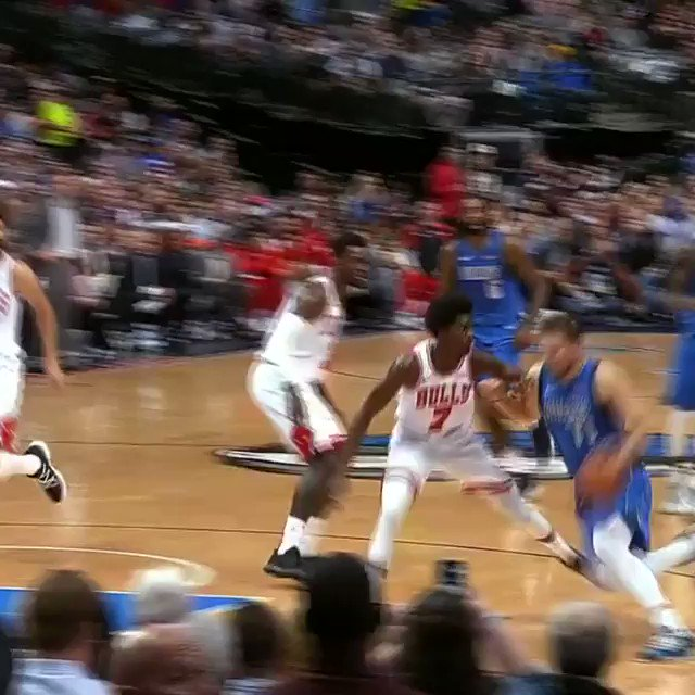 Luka Doncic fakes the pass, then finds DeAndre Jordan for the @dallasmavs bucket! #MFFL #NBARooks https://t.co/5ajGWfEd7o