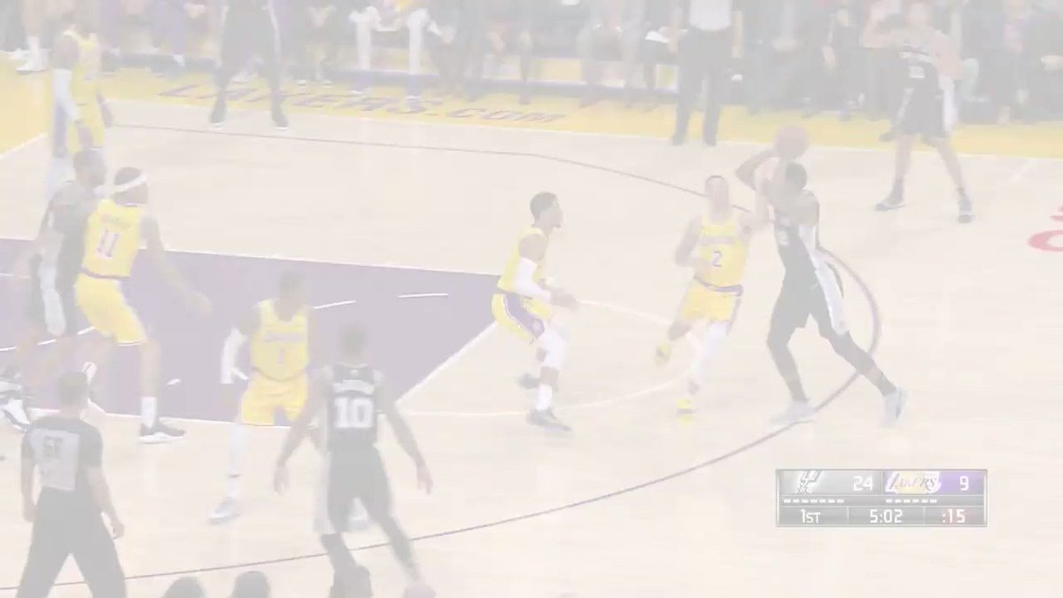 LeBron shows off the vision on two straight @Lakers plays. #LakeShow https://t.co/7N7ieZxorY