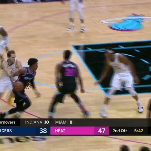 Kelly Olynyk stuffs home the two-handed slam!  #HEATCulture 52 #Pacers 47  ����: https://t.co/L3VurkatG8 https://t.co/LAqNyOPDFY