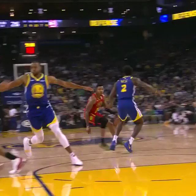 Jordan Bell reaches out for the denial! #DubNation  ��: @NBATV https://t.co/F65TR4cKfB