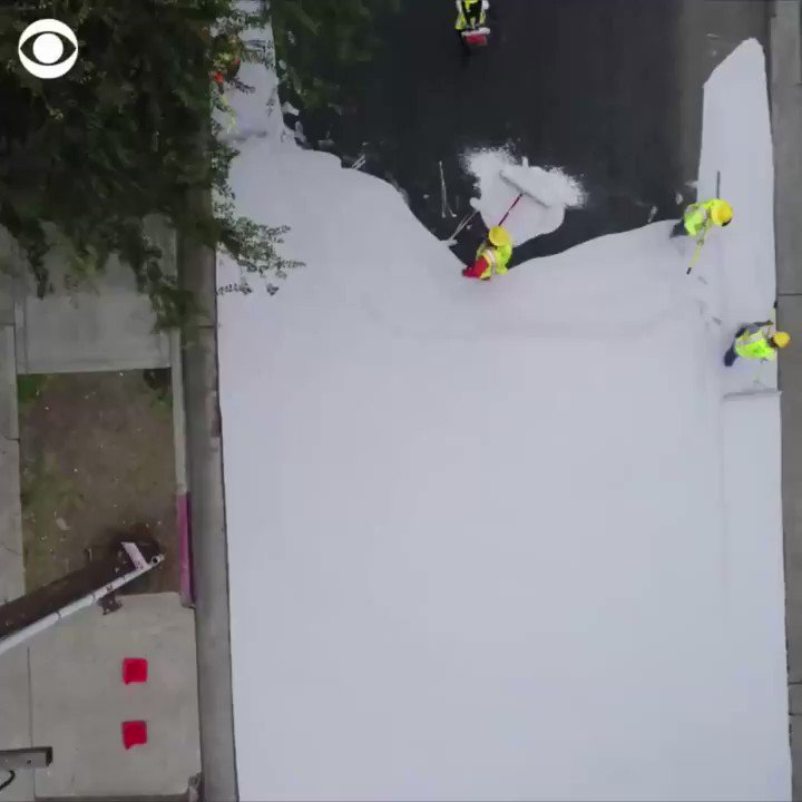 Los Angeles is painting some of its streets white and the reasons why are pretty cool https://t.co/wogDFdir3N https://t.co/tZfFJkqzvz