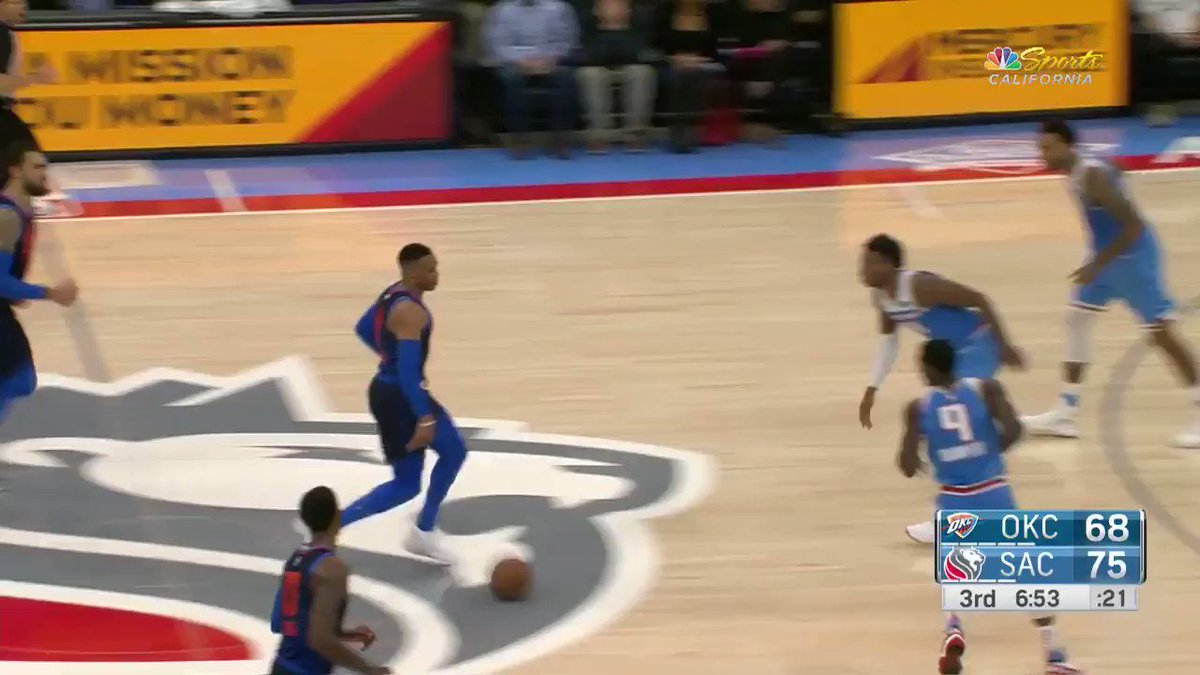Paul George finds the rook Hamidou Diallo in the corner!  #SacramentoProud 75 #ThunderUp 71  ��: @NBATV https://t.co/Ns0a7r1kOw
