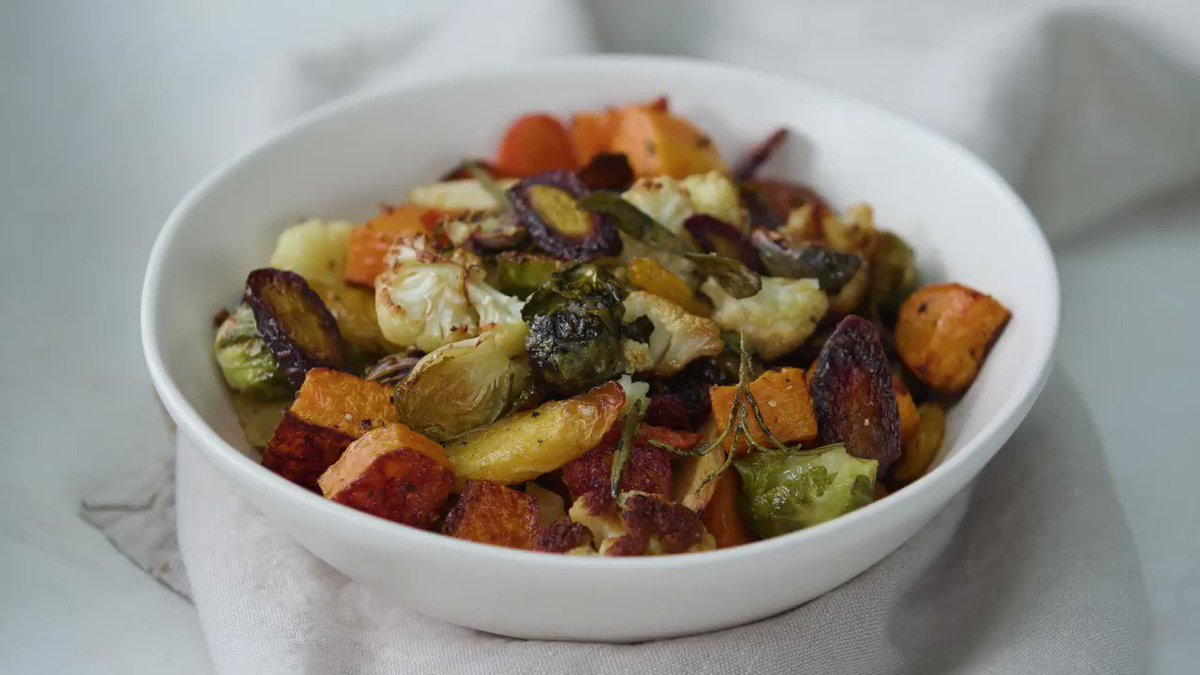 Image for the Tweet beginning: Simple roasted vegetables with herbs