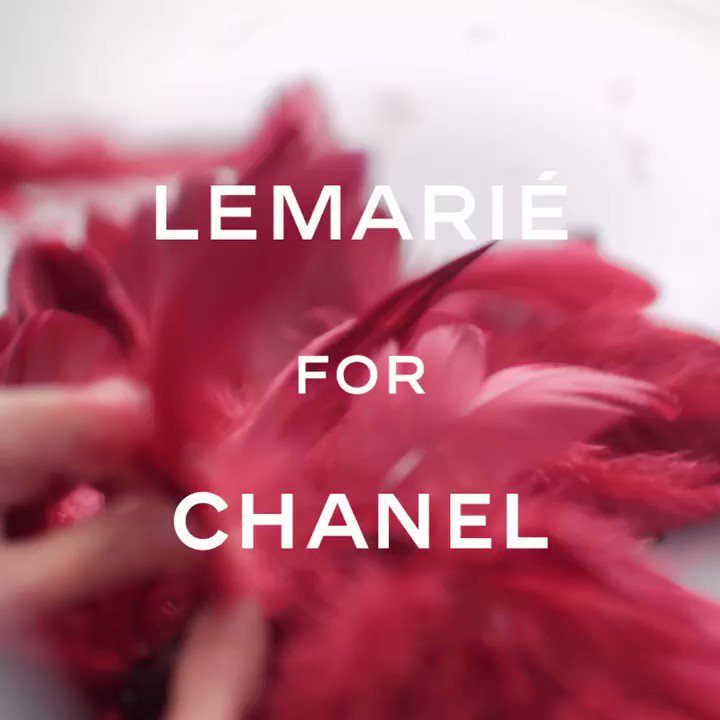 Ten artisans from the Parisian 'plumassier' Maison Lemarié worked in tandem, hand-applying rows of feathers to creations for the Paris-New York #CHANELMetiersdArt show. #CHANELinNYC More on http://chanel.com/-T-MDA18-19