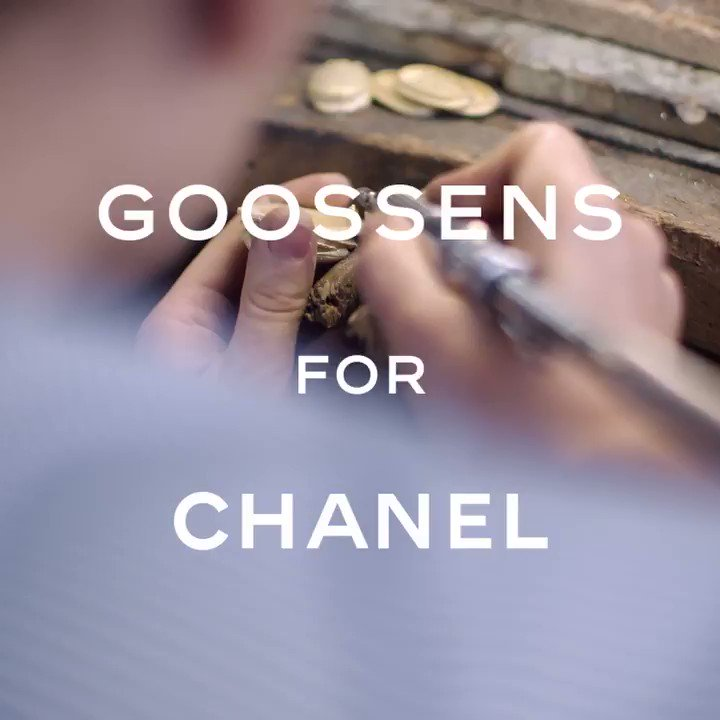 Goossens brought their precious, decorative touch to the 2018/19 #CHANELMetiersdArt collection. Gabrielle Chanel's original jeweller has handcrafted jewellery, buttons and bold belt buckles in the form of scarab beetles. #CHANELinNYC More on http://chanel.com/-T-MDA18-19