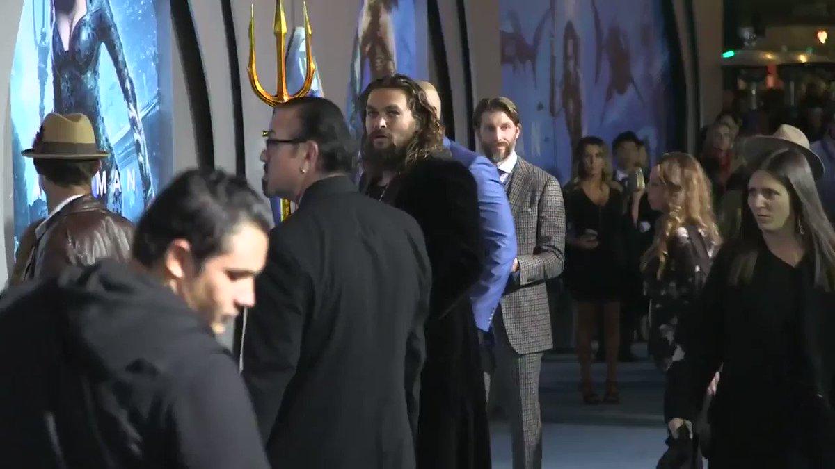 Jason Momoa performs a haka dance at the #Aquaman premiere https://t.co/a7Og507hlT
