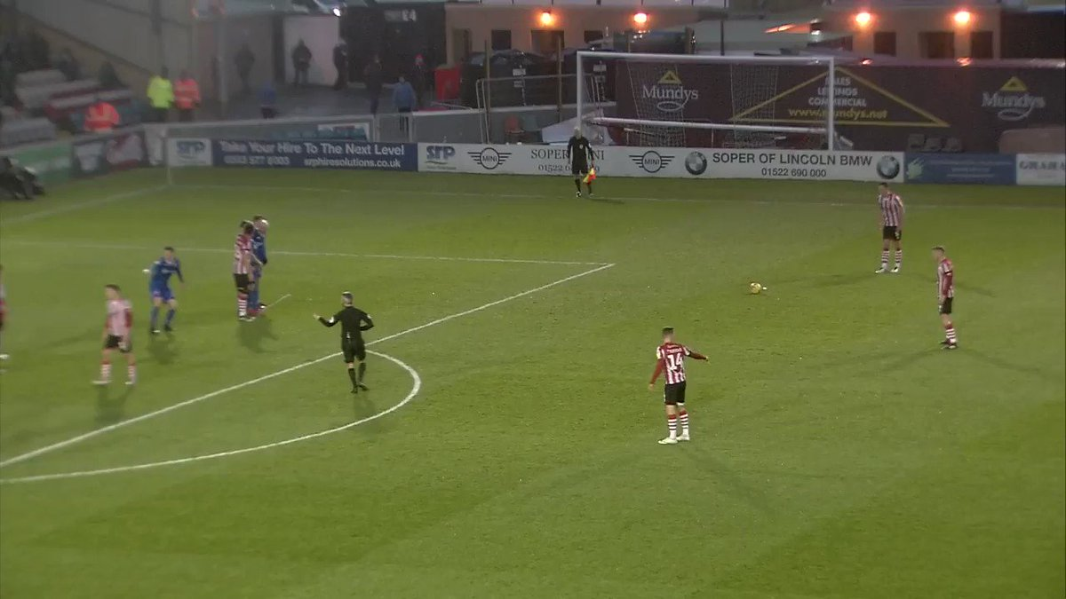 What a SENSATIONAL STRIKE from Shackell 🚀  Take a look at this unbelievable free-kick from the @LincolnCity_FC centre-half 👀  Join us LIVE at 9pm for #EFLonQuest as we bring you all of the @EFL highlights   #Imps #ImpsAsOne @Staceywestblog @MarkWhiley_LE @LCFC617Squadron