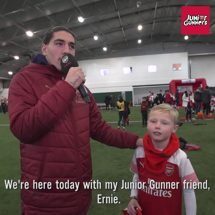 """🎯 """"I got a triple 4, a double 7 and a 20"""" 🎤 """"You're ready for 'Ally Pally' then mate.""""   @HectorBellerin 🤣"""