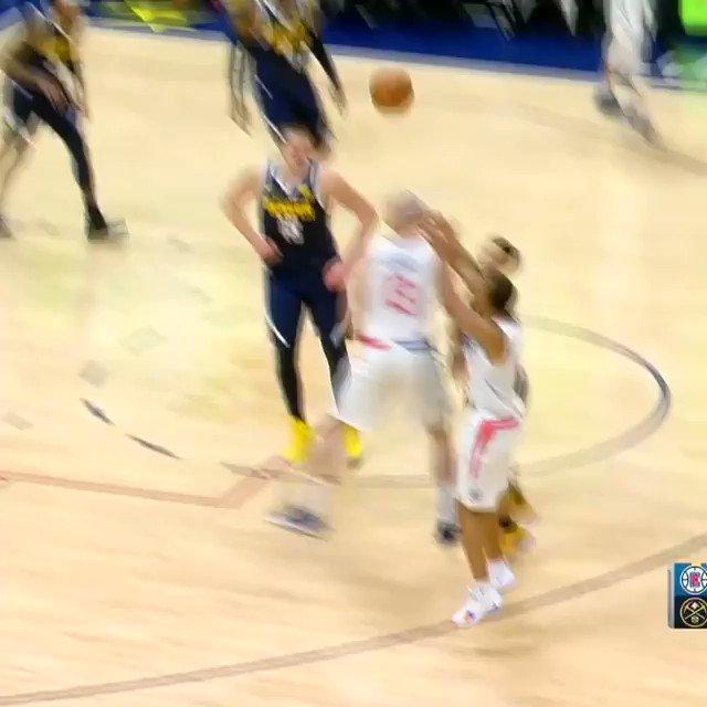 Jokic one-handed FULLCOURT assist off the rebound! #MileHighBasketball  ��️��: https://t.co/L3VurkatG8 https://t.co/AuxmhZVCwY