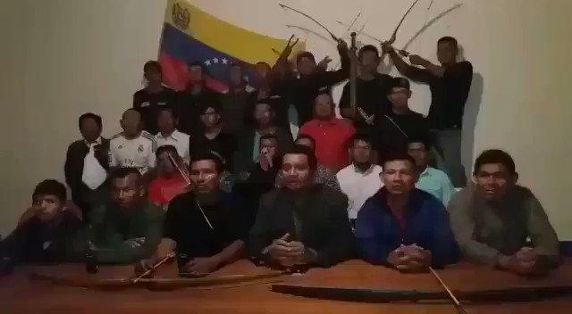 #VIDEO Con arcos y flechas, pemones ofrecieron su apoyo a Juan Guaidó https://t.co/TFMcb6Wvec (Vía @TVVnoticias) https://t.co/Ql7Ce0Fec8